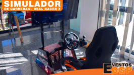 Parte trasera con silla Gaming del simulador de carreras