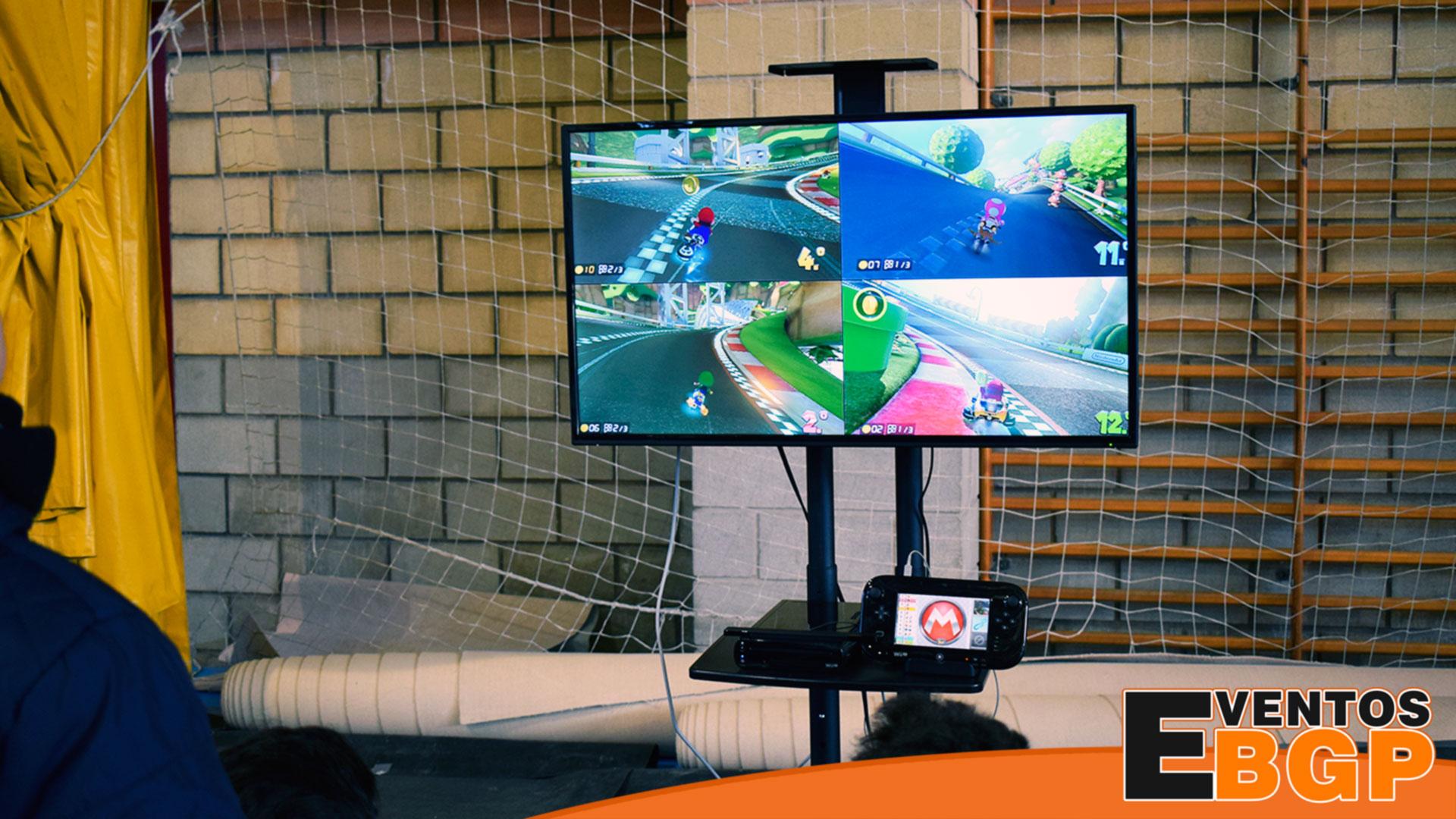 Ayuntamiento de Ayora evento de videojuegos con consolas, simulador y realidad virtual