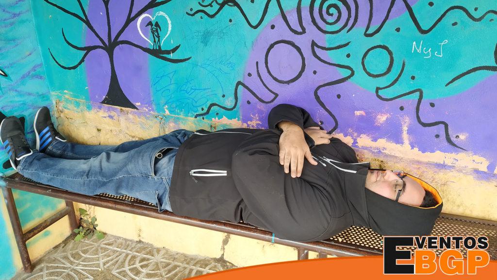 Eventos BGP con su personal echándose una siesta