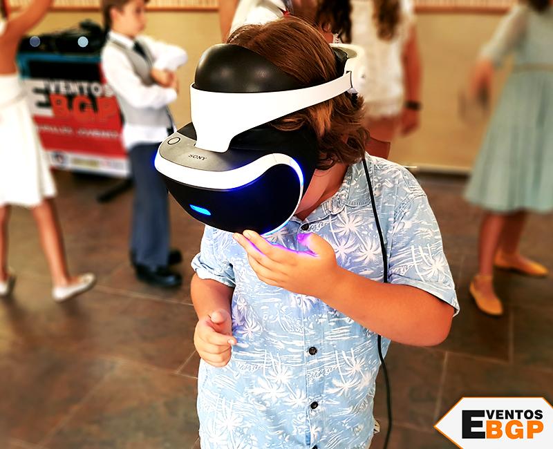 Niño jugando a la realidad virtual en Madrid