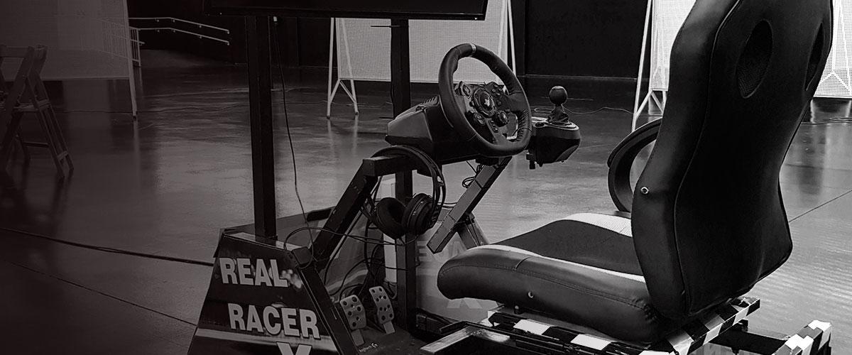 Agencia de organización de actividades con videojuegos. Banner del simulador de conducción y carreras